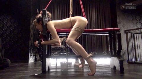 西田カリナ ビンタ 強烈鞭打ち 強制SM調教される女のエロAV画像 47