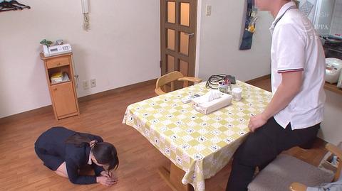 羽月希 土下座して全力でごめんなさいする女のエロ画像3