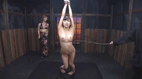 星川麻紀 一本鞭乱打責め 強制飲尿 SM調教される女のAV画像 16