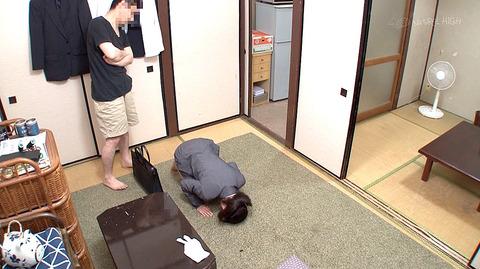 ごめんなさい 許してください 土下座して謝罪する女のエロ画像8