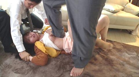 松ゆきの_ビンタ暴行乱暴暴力で踏み付レイプされる女のAVエロ画像204