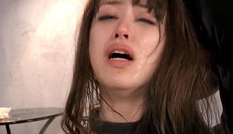 あいかわ優衣 ビンタ 足舐め 逆さ吊りでSM調教 女のエロ画像 36