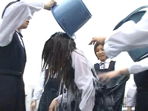 長谷川さやか 残酷な女同士の集団いじめ 集団レズリンチ 画像 15
