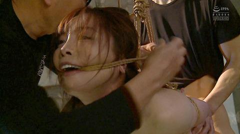 松ゆきの 胸鞭連打 首吊り 拷問 残酷SM調教される女のエロ画像 64