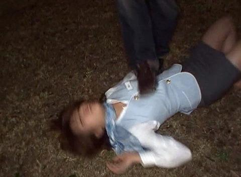 藤木瞳 暗闇で暴行されて集団レイプで強姦されるAV画像 121120