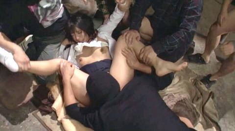 阿部乃みく 集団強姦 乱雑踏まれビンタレイプされる女エロAV画像153