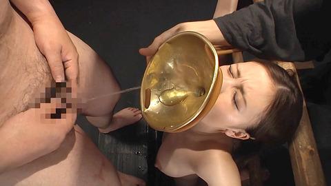 鶴田かな 一本鞭 強制飲尿 拷問SM調教エロAV画像 02