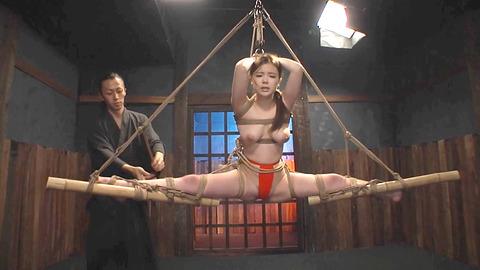 鶴田かな 一本鞭 強制飲尿 拷問SM調教エロAV画像 25