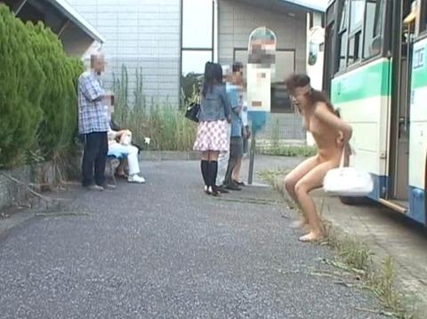 全裸露出で路上放置される女盗撮254_06