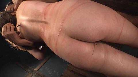 鶴田かな 一本鞭 強制飲尿 拷問SM調教エロAV画像 40