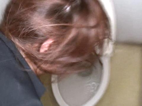 便器を舐める女のAV画像 森谷みゆ moritanimiu14