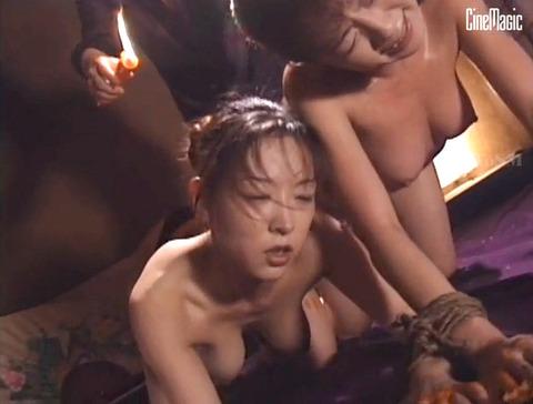 篠原真女 縛られて 鞭打たれ 汗だくでSM調教を受ける女の画像 23