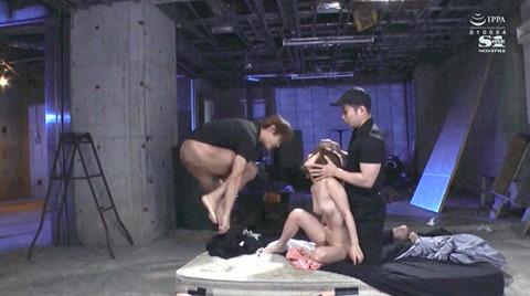 小島みなみ_監禁されて犯される女のAVエロ画像kojimaminami11