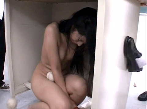 壮絶な 性的集団虐めを受ける女 純名もも25