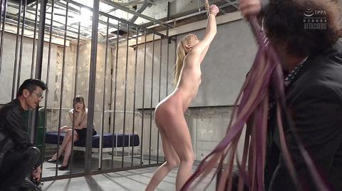 西田カリナ 強烈鞭打ち調教 足舐め 排泄管理される女AVエロ画像 142