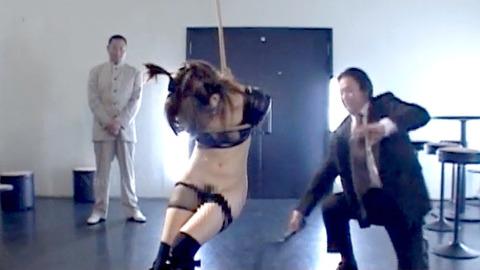 如月凛 鞭打ち 水責め 逆さ吊り SM調教される女の画像 13