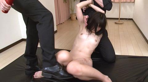 水嶋アリス 屈辱のSM調教 足舐め 鞭打ち 剃毛 AV画像07