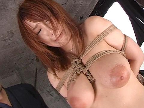 宮崎あい 乳首責め 乳スパンキングで痛めつけられる女の画像 11