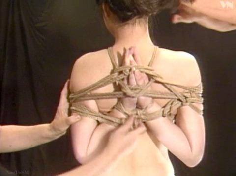 浅野由美 SM調教 拷問緊縛 縄で締め上げられる女の AVエロ画像 05