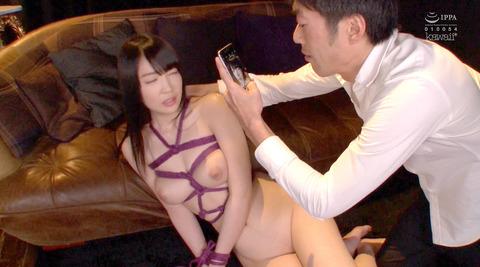 鈴木心春=集団恥辱されて口を嬲り弄ばれる女のAVエロ画像 61