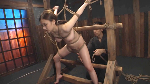 鶴田かな 一本鞭 強制飲尿 拷問SM調教エロAV画像 06