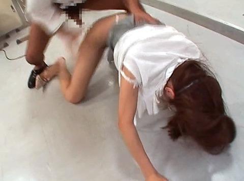 鷹宮りょう 暴虐 ビンタ 集団レイプされる女のAVエロ画像23