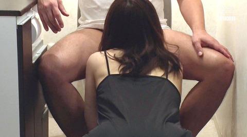 松ゆきの_踏み付けレイプ飲尿強要ビンタ暴行される女AVエロ画像226