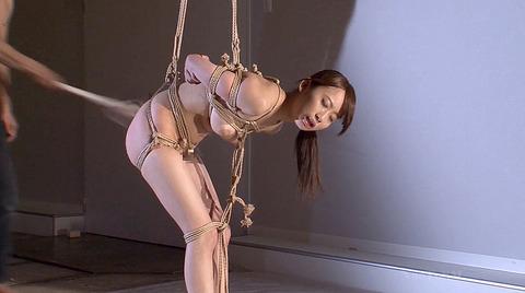 美咲結衣 縛られて鞭打たれてフェラ奴隷にされる女 186
