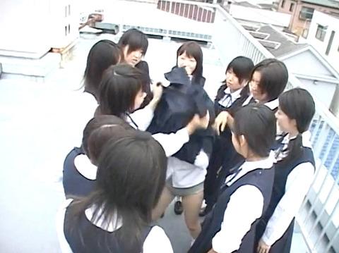 長谷川さやか 残酷な女同士の集団いじめ 集団レズリンチ 画像 11