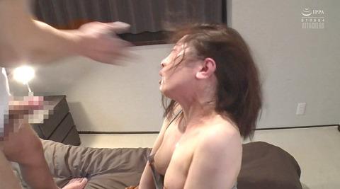 松ゆきの_踏み付けレイプ飲尿強要ビンタ暴行される女AVエロ画像265