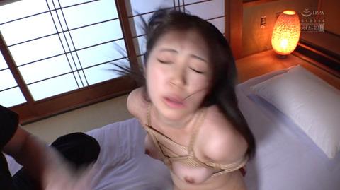 加賀美さら ビンタ イラマチオ 踏みつけ 調教される女のエロ画像 09