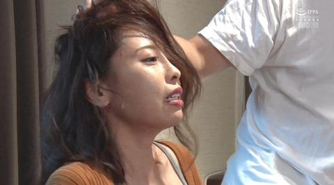 松ゆきの_踏み付けレイプ飲尿強要ビンタ暴行される女AVエロ画像232