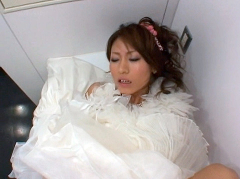 伊藤れん ウエディングドレスでトイレで犯される 結婚披露宴強姦 04