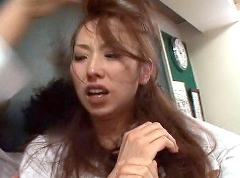 鷹宮りょう 暴虐 ビンタ 集団レイプされる女のAVエロ画像04