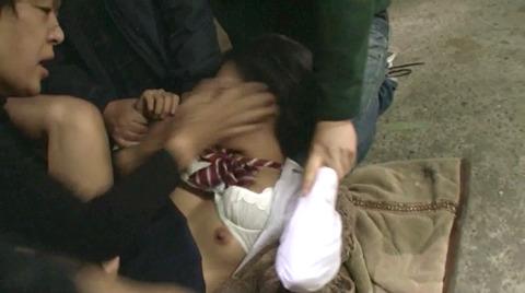 阿部乃みく 集団強姦 乱雑踏まれビンタレイプされる女エロAV画像128