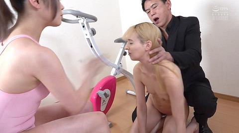 西田カリナ 強烈鞭打ち調教 足舐め 排泄管理される女AVエロ画像 104