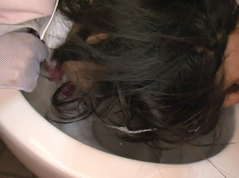 平塚ゆい サービスエリアのトイレで犯される女22