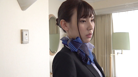 竹内夏希 ビンタ 強制奴隷フェラ 集団両側を受ける女 エロ AV画像 0