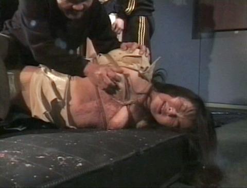 拷問リンチされる女 殴られ蹴られ 暴虐される女 花澤真利江 22