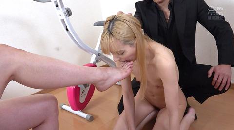 西田カリナ 強烈鞭打ち調教 足舐め 排泄管理される女AVエロ画像 105