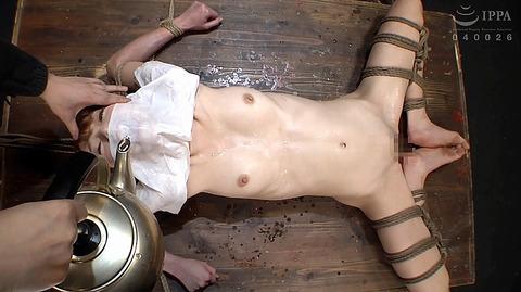 涼川絢音 強制飲尿ビンタ鞭打ち水責め呼吸制御拷問AV17