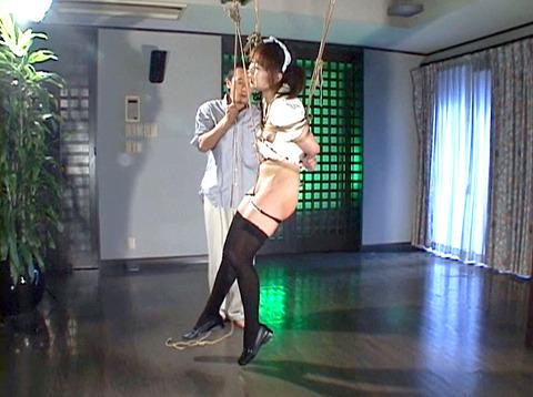 雪見ほのか 靴舐め女 逆さ吊り 鞭打ちされる女 のAV エロ 画像 87_2