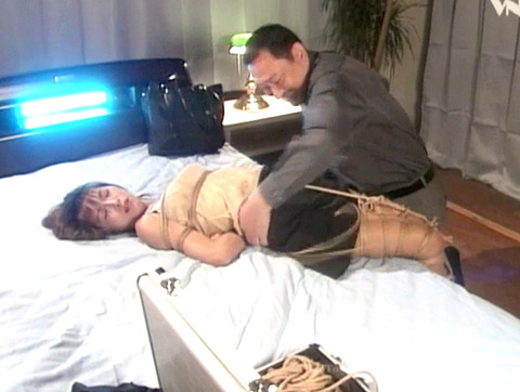 岡崎美女 屈辱の言いなり緊縛奴隷 SM調教 AV エロビデオ画像 01