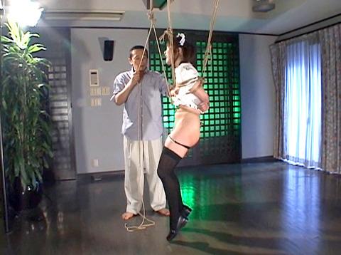 雪見ほのか 靴舐め女 逆さ吊り 鞭打ちされる女 のAV エロ 画像 87_1