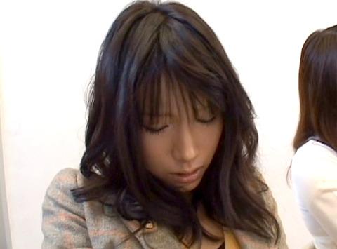 授業中に性的悪戯をされる女の画像 橘ひなた60
