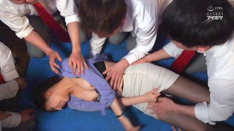 希崎ジェシカ 残酷に鬼畜に集団レイプされる女の画像 kizaki76