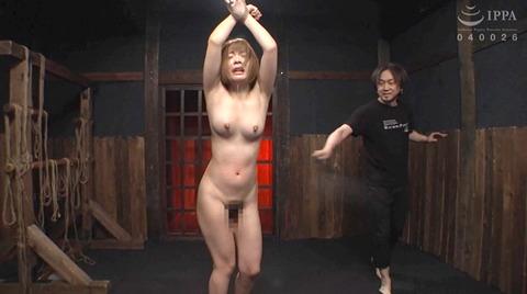 麻里梨夏 強制フェラ ビンタ鞭打ち SM性玩具にされる女の画像 70