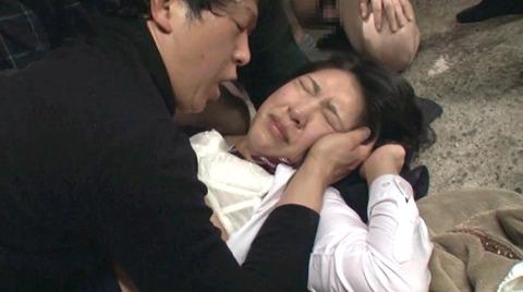 阿部乃みく 集団強姦 乱雑踏まれビンタレイプされる女エロAV画像166