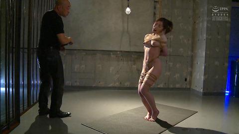 松ゆきの 胸鞭連打 首吊り 拷問 残酷SM調教される女のエロ画像 22