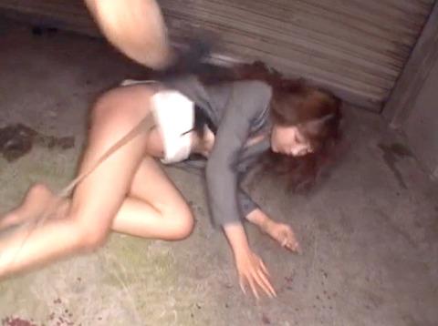 星崎アンリ ビンタ 踏みつけ 残虐 集団強姦される女のAVエロ画像 51